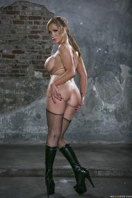 Nikki Benz Stripping
