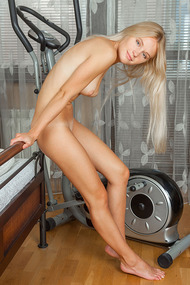 Sporty Blonde Teen Girl Xena Gets Nude