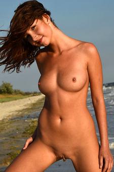 Naked Sweet Arlene Posing By The Sea