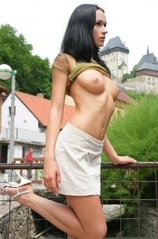 Gwen Posing Publicly Naked