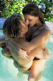 Leah Gotti Makes Love In The Pool